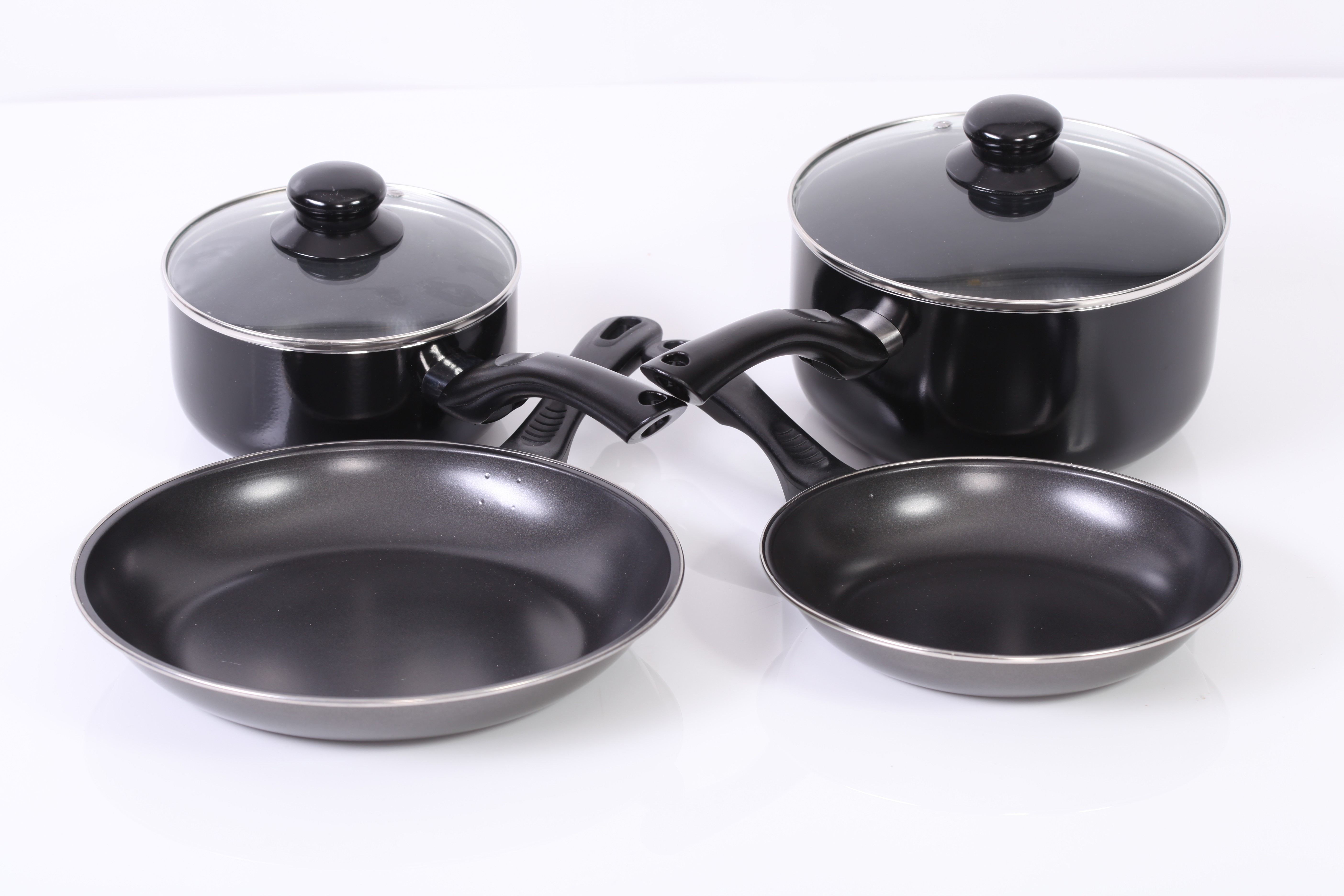 Pots, Pans and Saucepans included